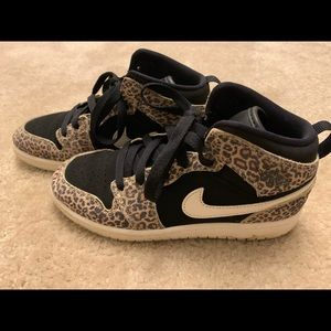 Jordan 1 leopard mid SE